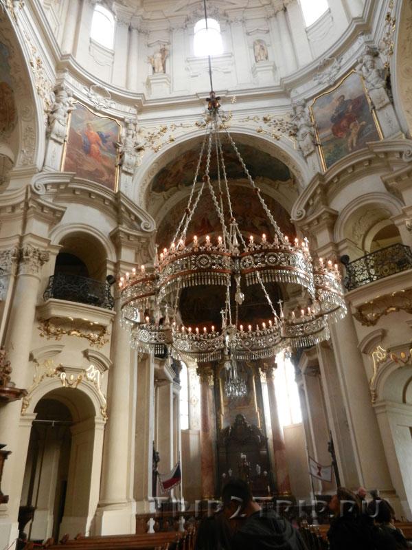 Люстра, Костёл Святого Микулаша на Староместской, Прага