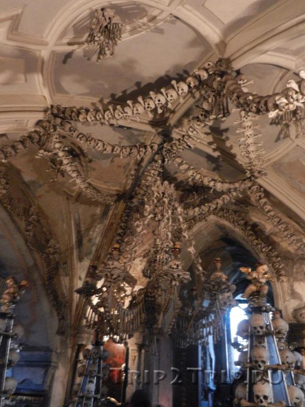 Люстра из костей, костница в Седлеце, Кутна-Гора