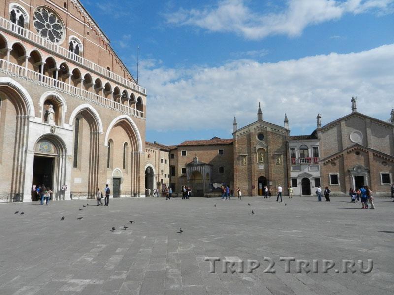 Справа налево: Базилика Святого Антония, Капелла Сан-Джорджо, скуола Святого, Площадь Святого, Падуя