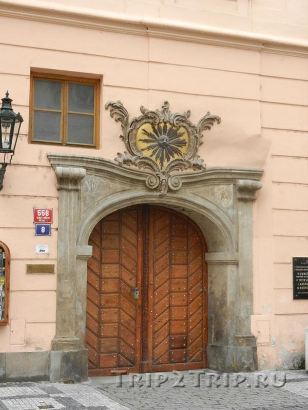 """Дом """"У Чёрного солнца"""", Целетная улица, Прага"""