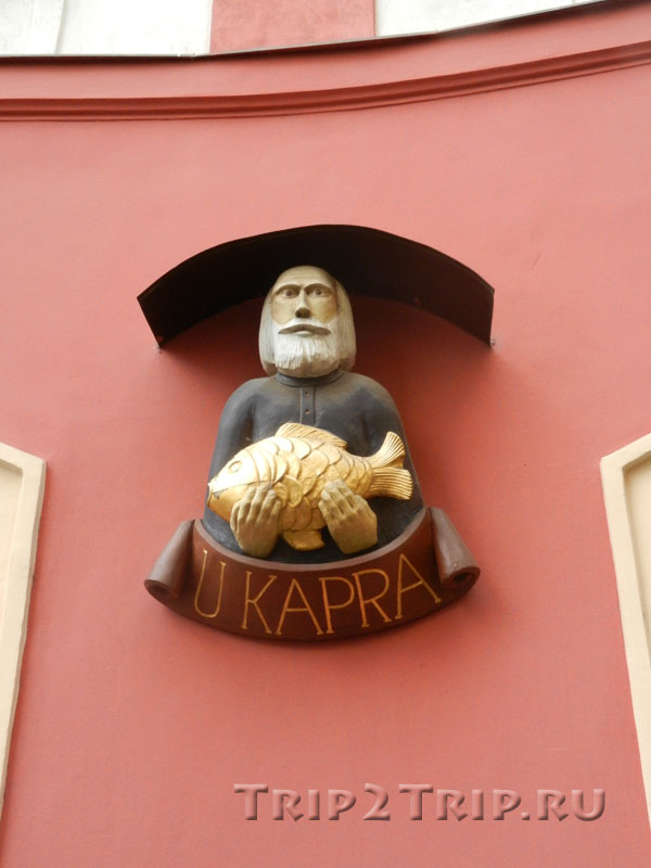 "Вывеска дома ""У Карпа"", Малая площадь, Прага"