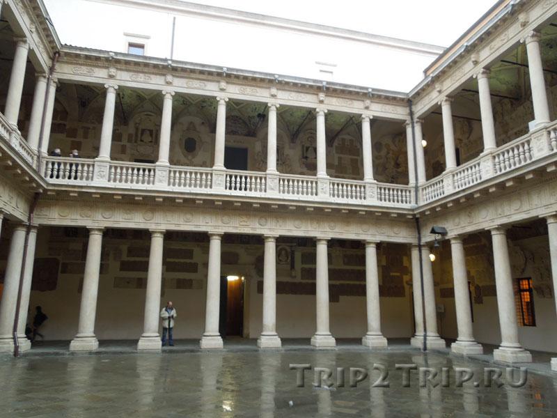 Главный дворик падуанского университета