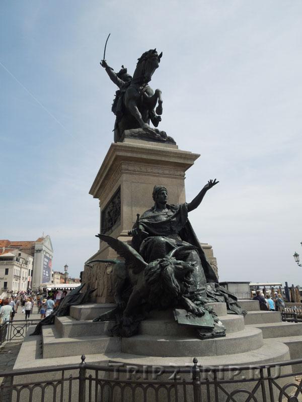Конный памятник Витторе Иммануилу II, набережная Скьявони, Венеция
