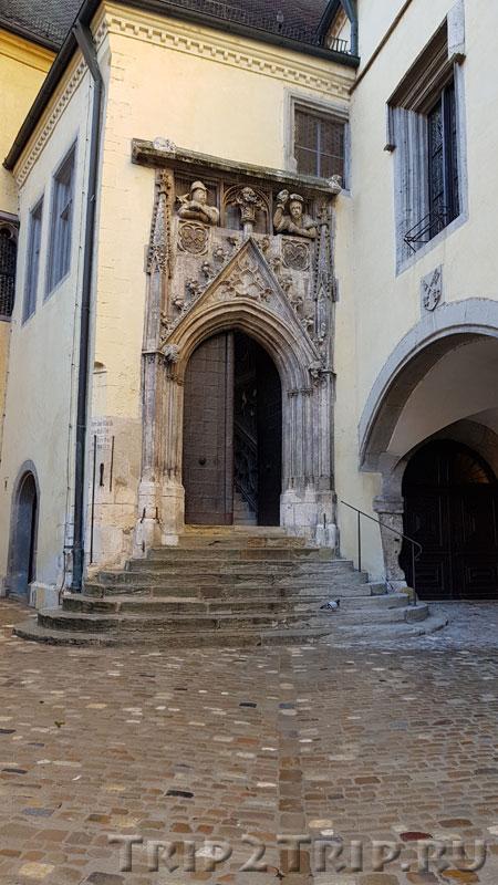 Входной портал в ратушу, Регенсбург