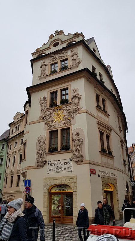 "Дом ""У Золотого колодца"", Карлова улица, Прага"