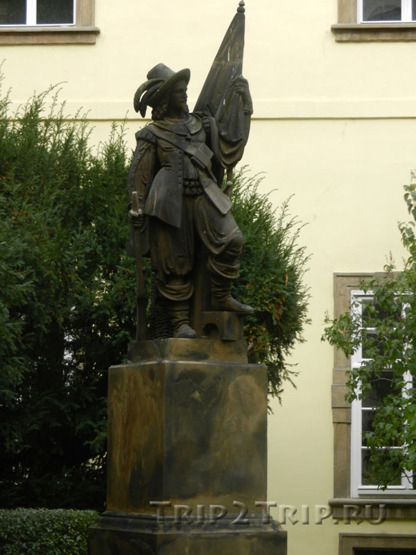 Скульптура пражского студента, Центральный дворик, Клементинум, Прага