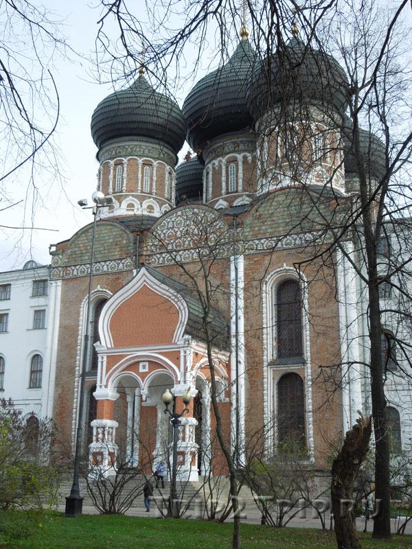 Собор Покрова Пресвятой Богородицы в Измайлове, Измайловский остров, Москва