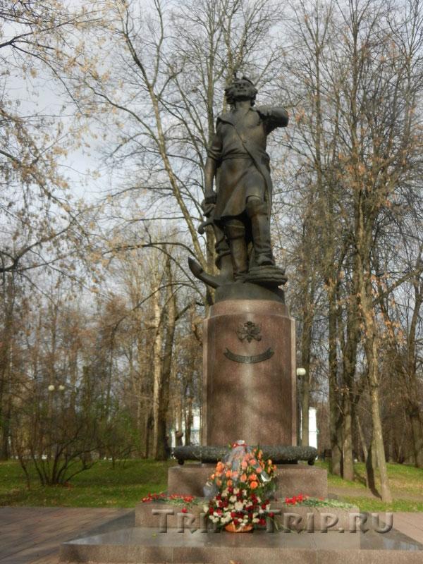 Памятник Петру I, Измайловский остров, Москва