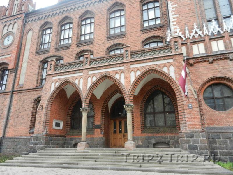 Крыльцо Латвийской национальной академии, эспланада, Рига