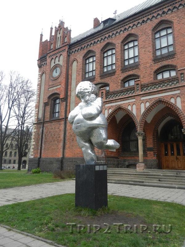 Венера у Латвийской национальной академии, эспланада, Рига