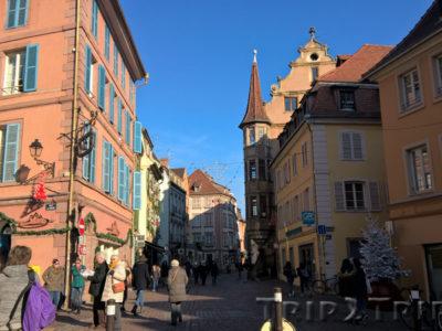 Большая улица, Кольмар. Справа - дом с аркадами