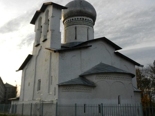 Церковь Петра и Павла с Буя, Средний город, Псков