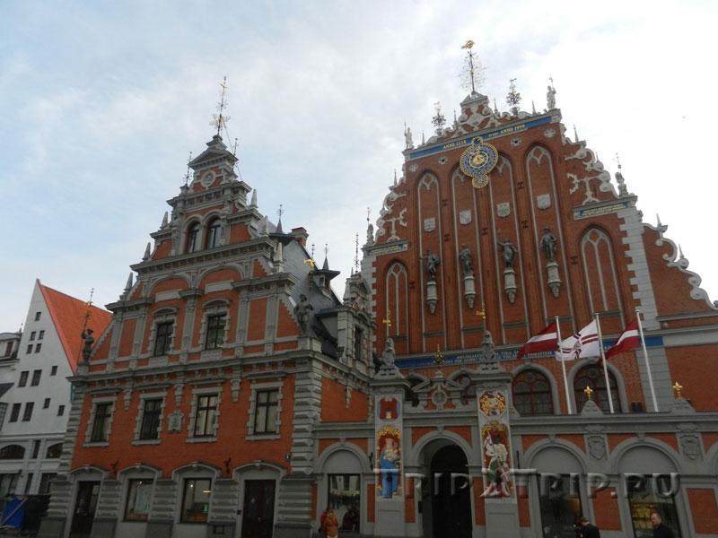 Дом Черноголовых, Ратушная площадь, Рига