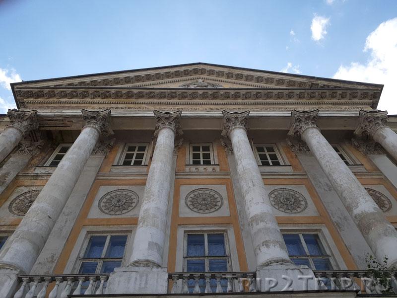 Фасад Демидовского дворца на Гороховском переулке
