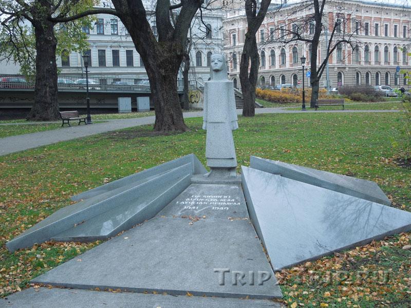 Памятник латвийским детям, депортированным в Сибирь, Замковая площадь, Рига