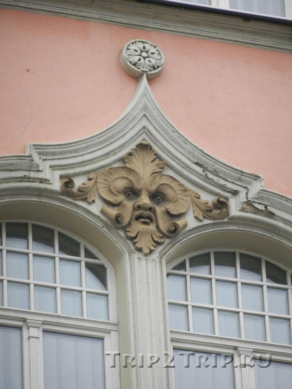 Маскарон над окном Министерства Экономики, улица Бривибас, Рига