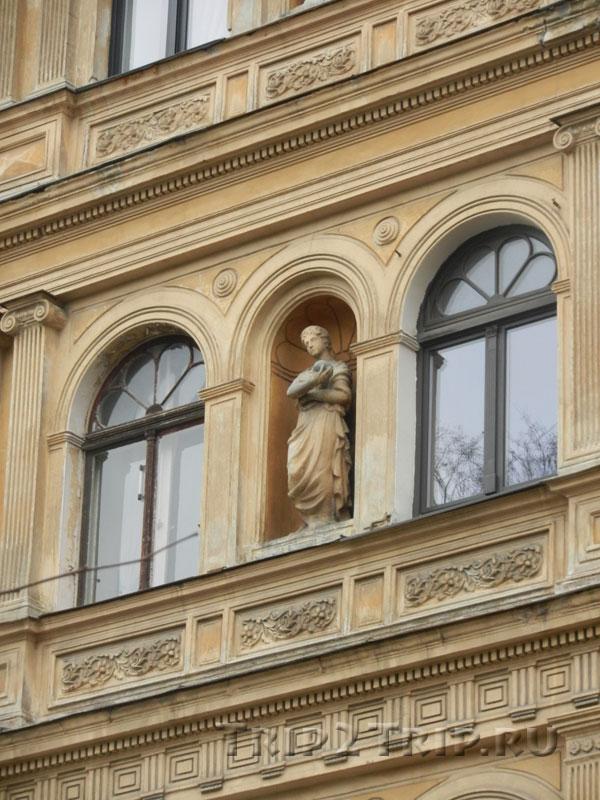 Статуя в нише, 67, улица Элизабетес, Рига