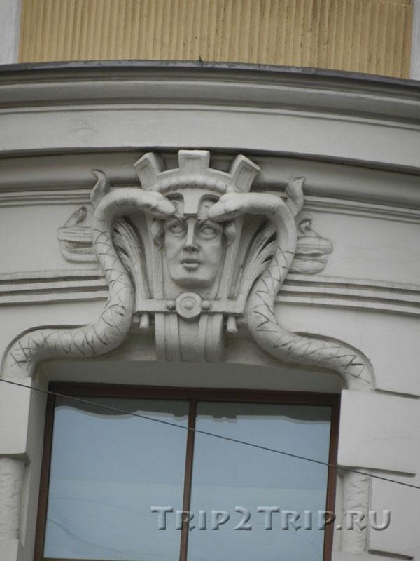 Женский маскарон на доме по адресу Гертрудес,10, Рига