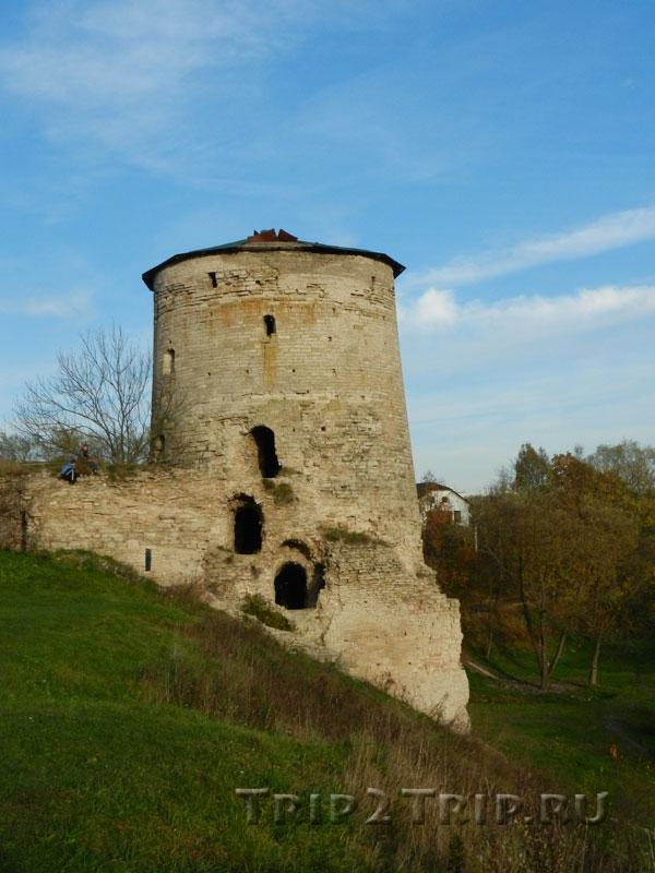 Гремячая (Козмодемьянская) башня, Запсковье, Псков