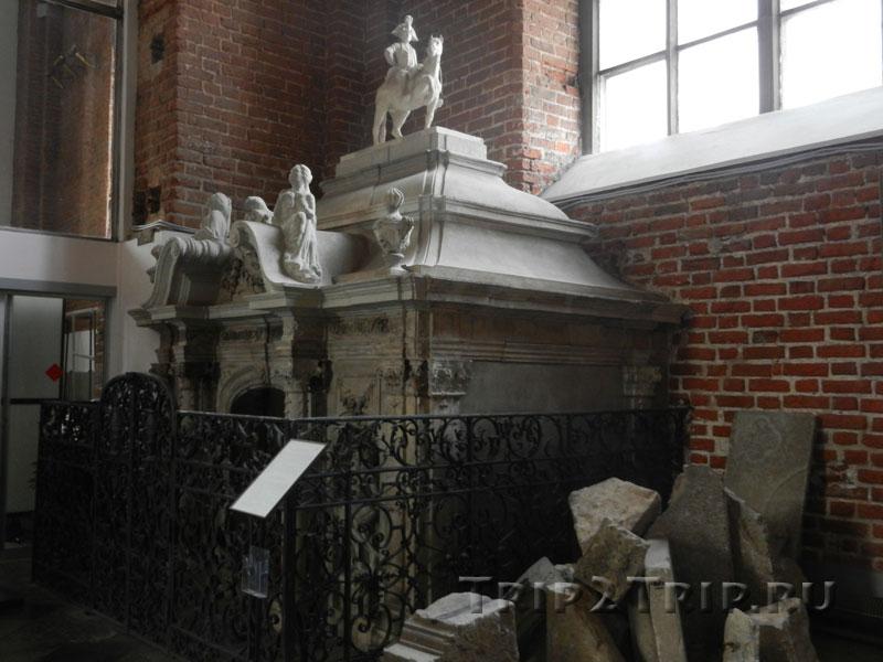 Склеп Синей Гвардии, интерьер церкви Святого Петра, Рига