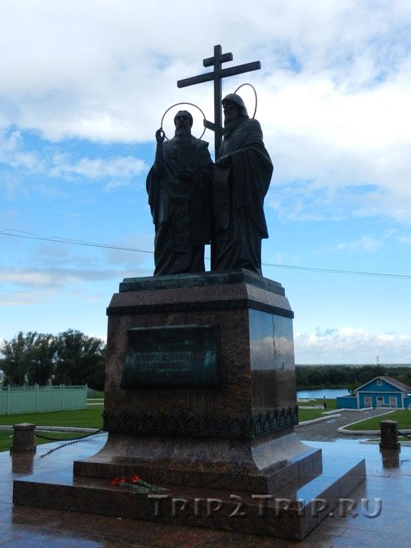 Памятник Кириллу и Мефодию, Соборная площадь, Коломна