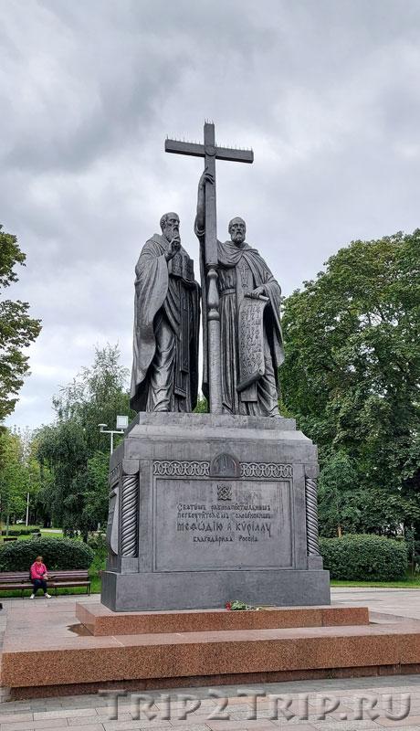 Памятник Кириллу и Мефодию, Славянская площадь, Москва