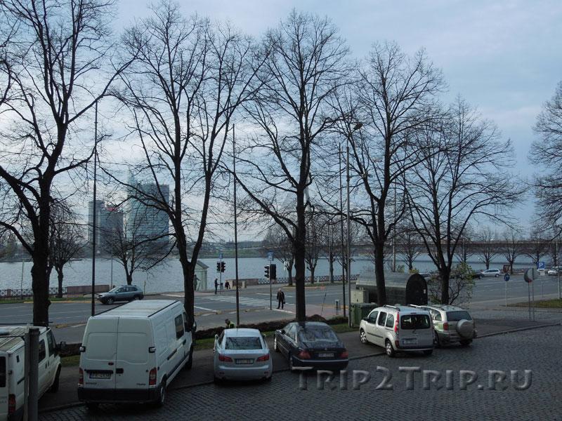 Набережная Даугавы и статуя Большого Кристапа, Рига