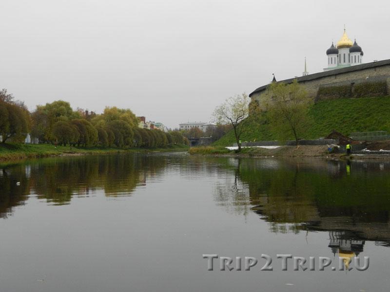 Троицкий мост через Пскову и Золотая набережная, Псков