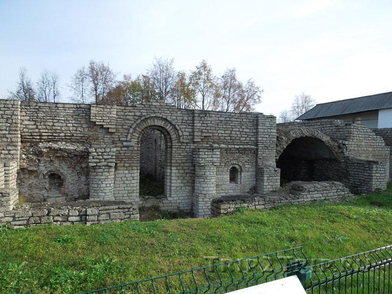 Храм Покрова, Довмонтов город, Псков