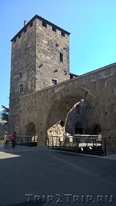 Торре-деи-Синьори, Преторианские ворота, Аоста