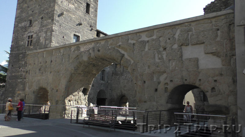 Преторианские ворота, Аоста