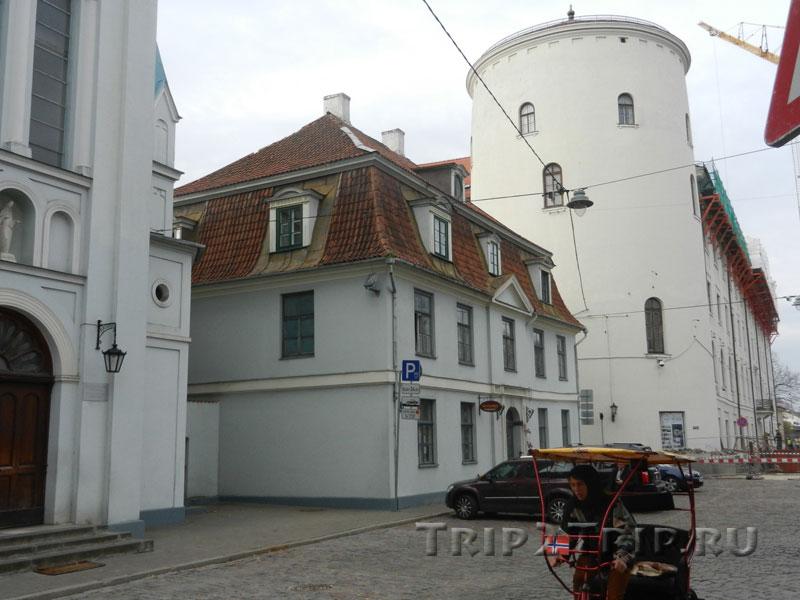 Дом причта и замок, Рига