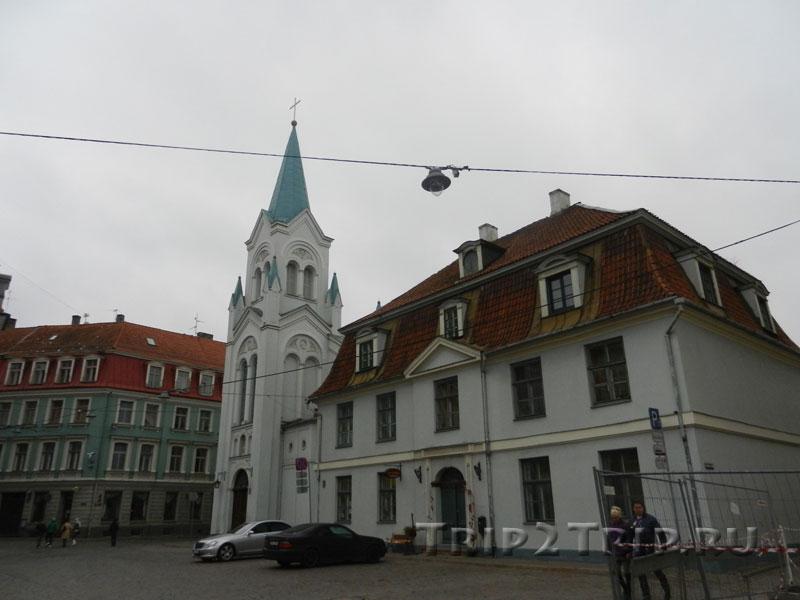 Церковь Богоматери Скорбящей и дом причта, Рига