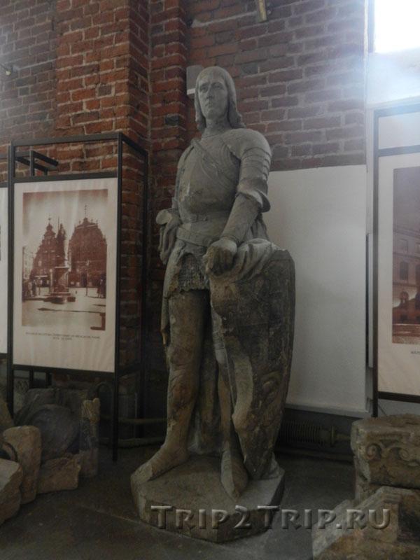 Оригинал статуи Роланда, внутри церкви Святого Петра, Рига