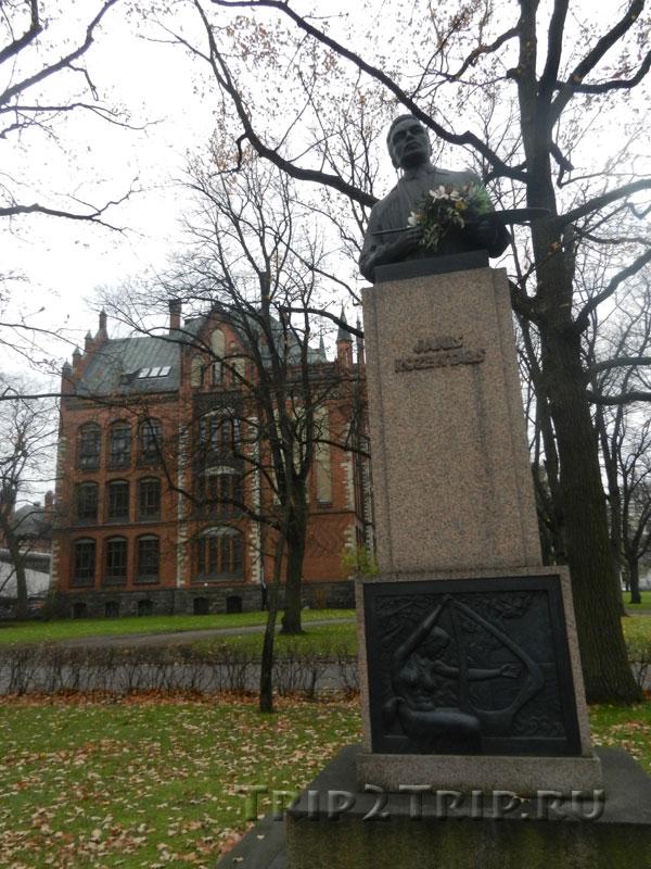 Памятник Янису Розенталсу, эспланада, Рига