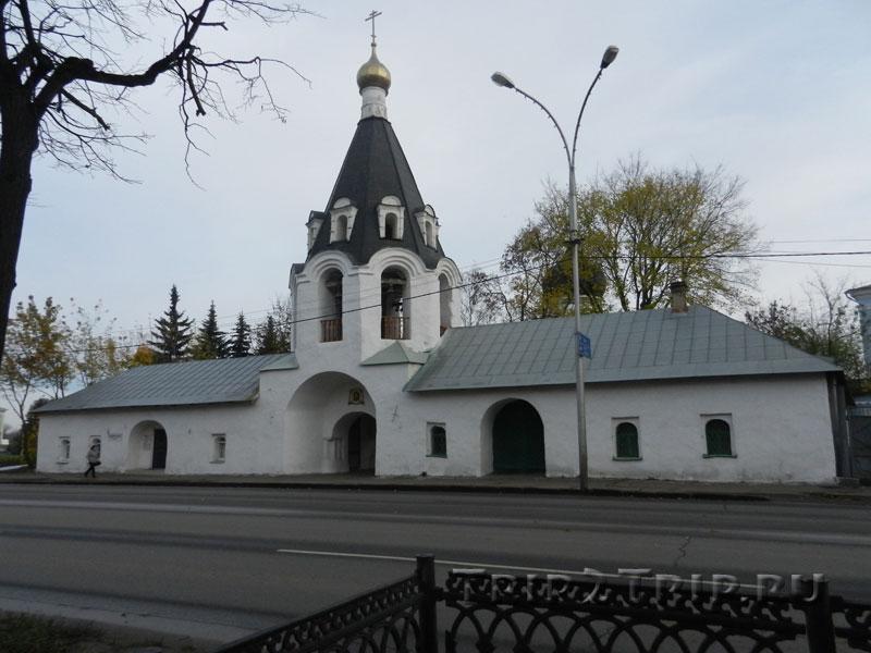 Шатровая колокольня церкви Михаила и Гавриила с Городца, площадь Ленина, Псков