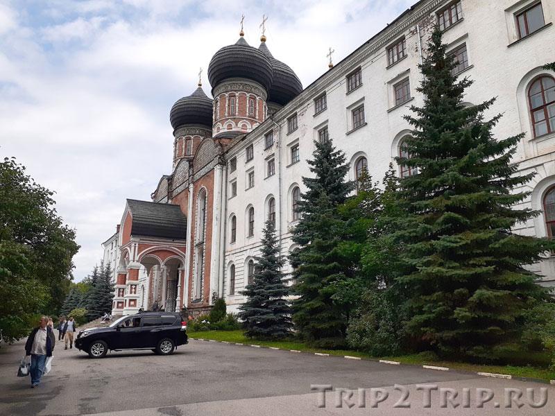 Собор Покрова с южным и северным солдатскими корпусами, Измайловский остров, Москва