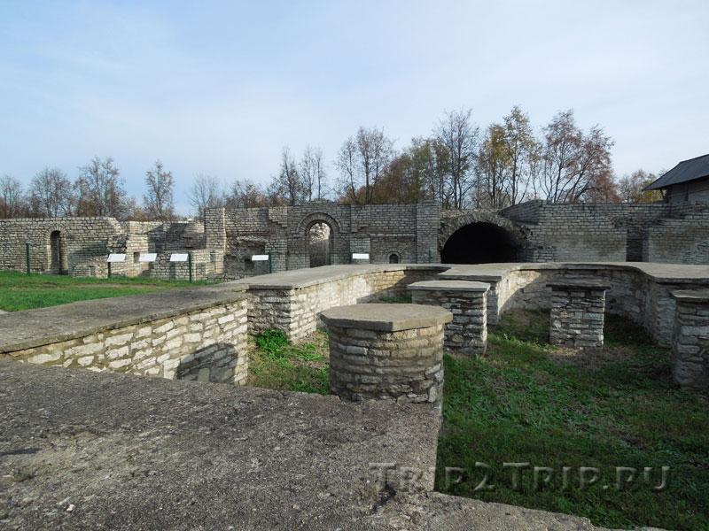 Храм Дмитрия Солунского, Довмонтов город, Псков
