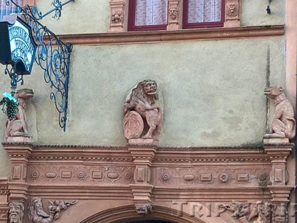 Оформление портала Дома Голов, Кольмар