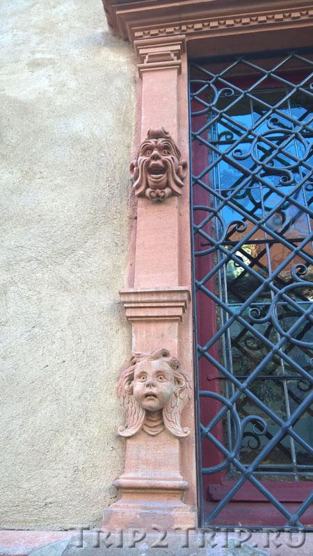 Оформление косяка окна дома Голов, Кольмар