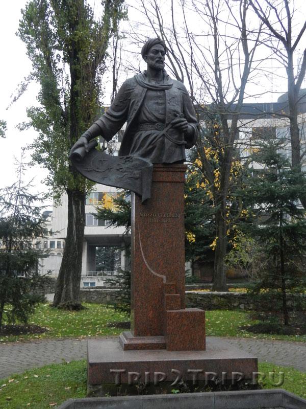 Памятник Угулбеку, парк Кронвальда, Рига