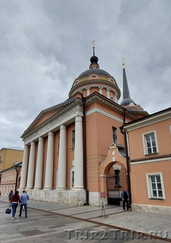 Храм Иоанна Богослова, что под Вязом, Новая площадь, Москва