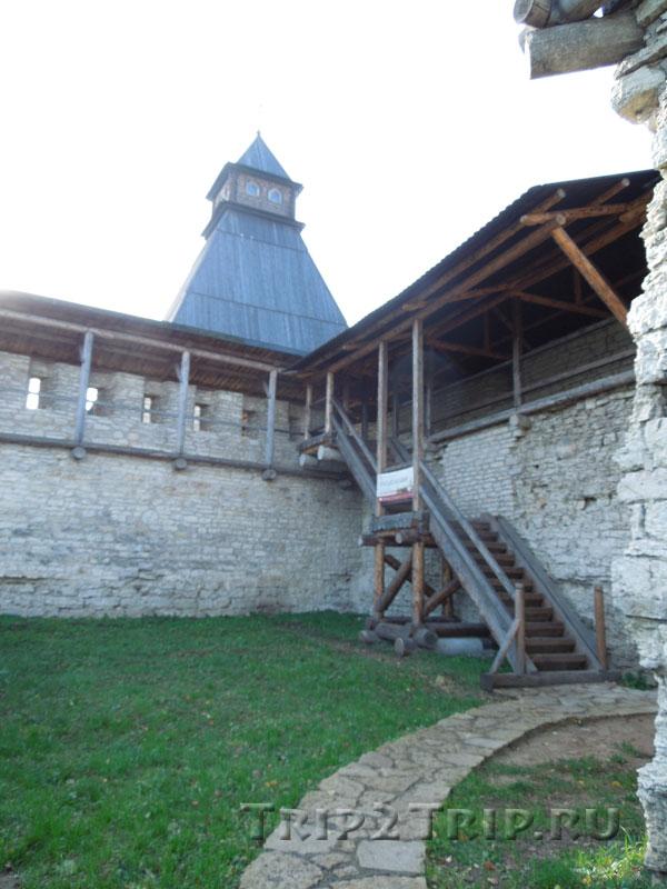 Власьевская башня, Довмонтов город, Псков