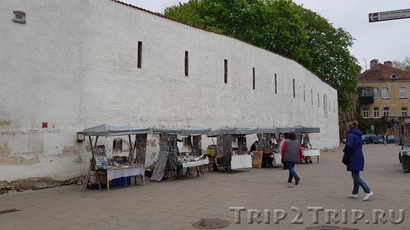Крепостная стена к востоку от Ворот Зари, Вильнюс