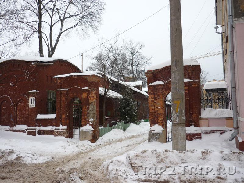 Ворота и хозяйственный флигель усадьбы Фалеевых-Гончаровых, улица Баумана, Калуга