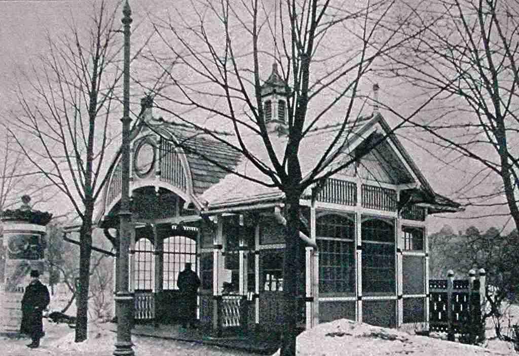 """Беседка - трамвайная остановка на месте будущих часов """"Лайма"""", Рига. 1904 г."""