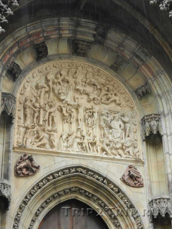 Тимпан Северного портала, Тынский храм, Прага