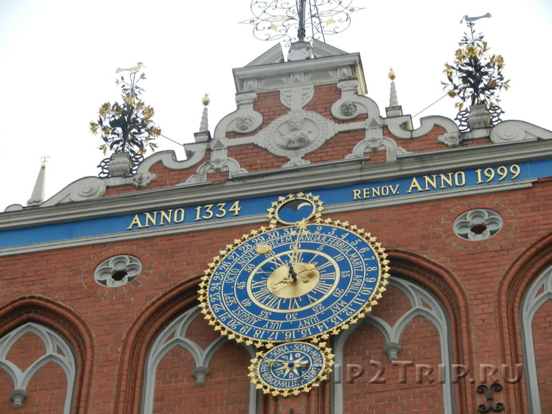 Часы на доме Черноголовых, Ратушная площадь, Рига