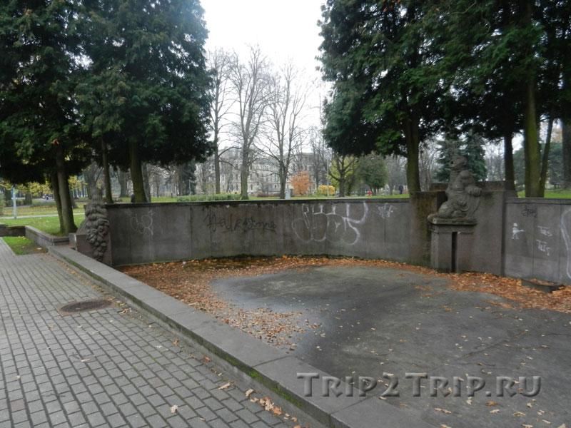 Левая часть фонтана Рихарда Маурса, парк Кронвальда, Рига