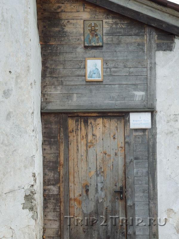 Дверь в южный придел, церковь Климента, Завеличье, Псков